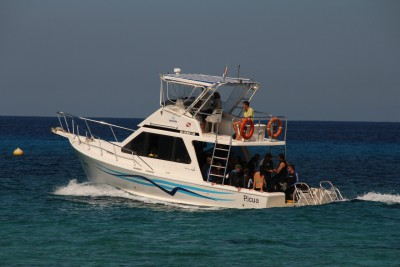Dive boat at Maria la Gorda